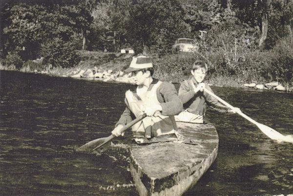 R. Forrai (vpredu). Vr. 1970 na svojich prvých pretekoch vživote mal 13 rokov. Bolo to na Košickom vodáckom maratóne.
