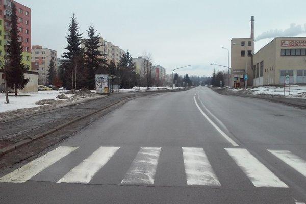 Na vozovkách župa zatiaľ pravidelne zabezpečuje zimnú abežnú údržbu avprípade potreby opravuje cesty, aby boli do doby ich kompletnej rekonštrukcie pre vodičov zjazdné.