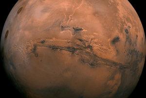 Mars a jeho údolie Marinera.