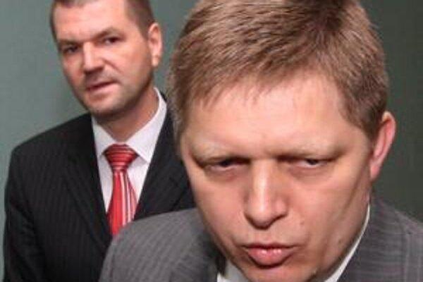 Predseda vlády Robert Fico a minister výstavby a regionálneho rozvoja Igor Štefanov.