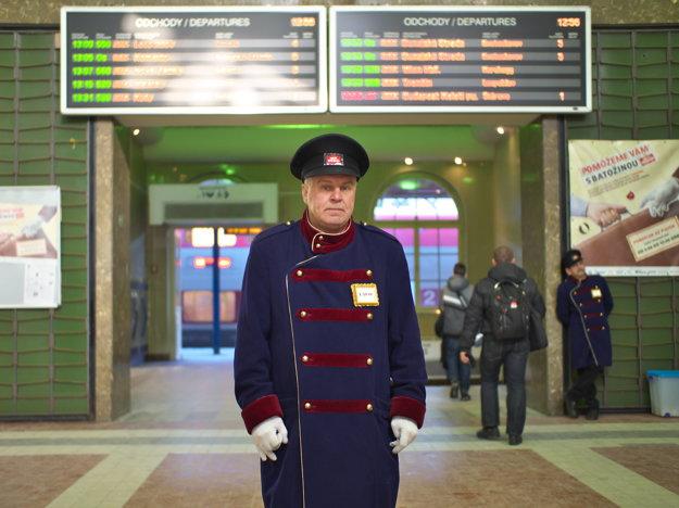 Nosič Laco na Hlavnej stanici v Bratislave