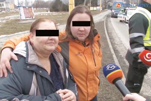 Matka s dcérou. Priznali, že pili. S policajtmi chceli aj foto na pamiatku.