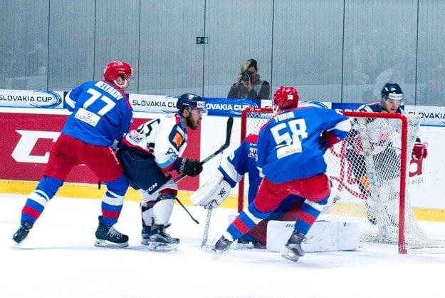 Marek Slovák (vľavo v bielom) bol vyhlásený za najlepšieho hráča Slovenska.