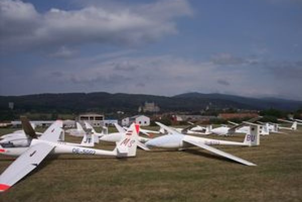 Na plochu prievidzského letiska zosadne počas majstrovstiev sveta stodvadsať vetroňov.