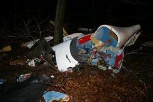 Trosky športového lietadla, ktoré sa zrútilo pri Cerovej.