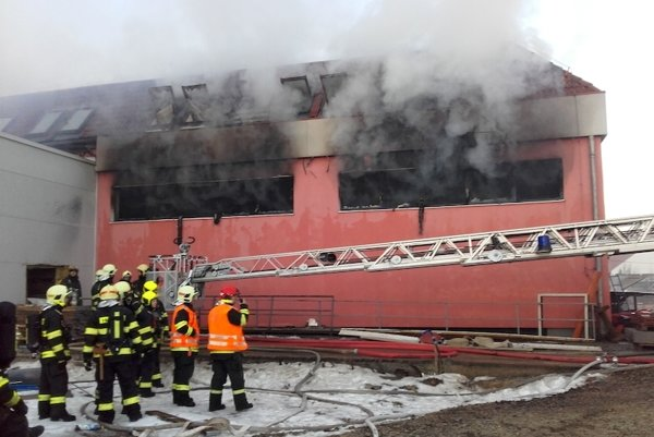 Požiar v oblasti Praha-Západ.