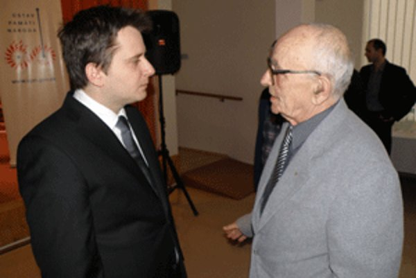 Martin Hagara (vpravo)v rozhovore s Ivanom Petranským.