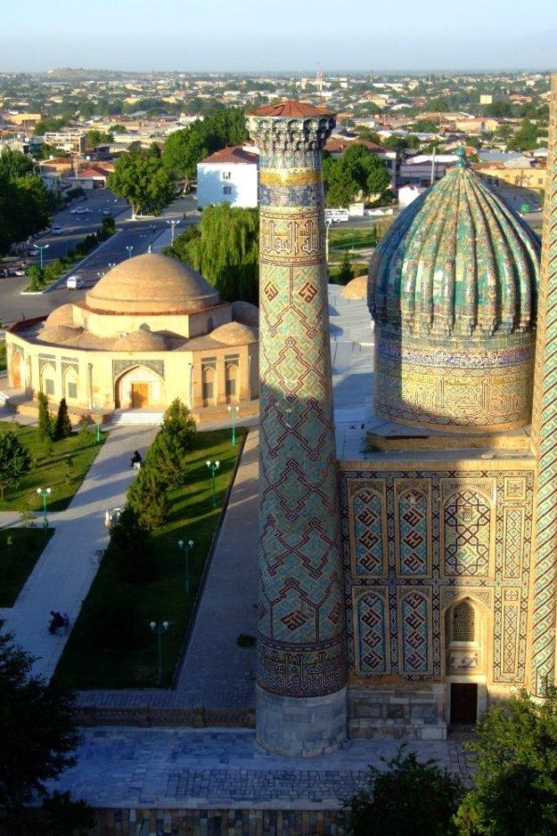Pohľad na mesto z minaretu Ulugbegovej medresy.