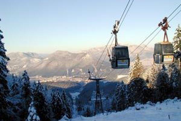 Ski Park Ružomberok patrí medzi obľúbené lyžiarske strediská. Veľké peniaze  doň investovali majitelia z  Ruska a Bieloruska. Dnes už v spoločnosti nefigurujú. Bránia sa na súde, že ich podvodom z firmy vyšachovali za účasti mesta.