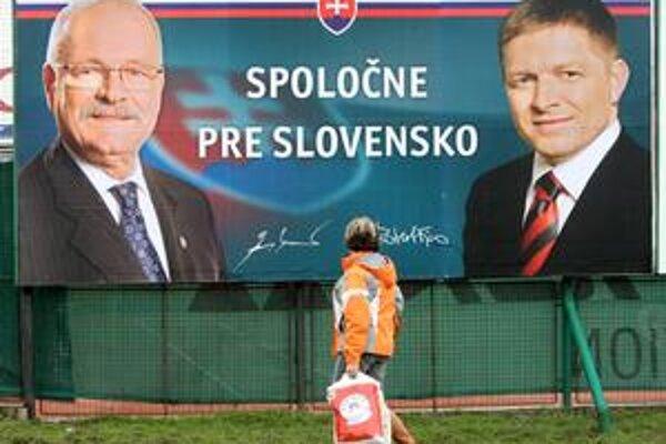 Prvé spoločné bilbordy sa už objavili v bratislavskej Petržalke. Kampaň sa podľa zákona začína v piatok.