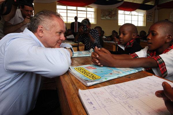 Prezident SR Andrej Kiska počas návštevy základnej školy St. Philip Neri School.