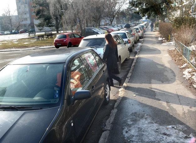 Na Tr. SNP. Parkovacie možnosti sa majú rozšíriť.