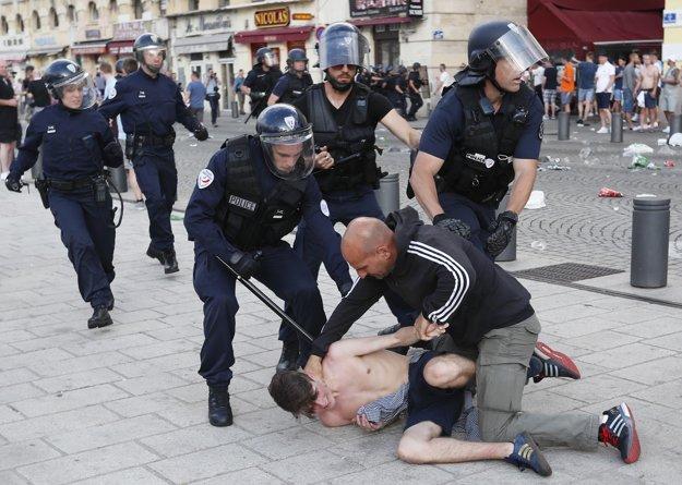 V Marseille za výtržnosti odsúdili troch ruských chuligánov.