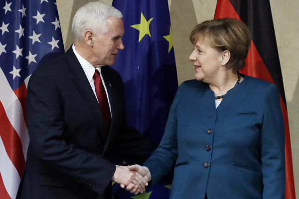 Angela Merkelová a Mike Pence.