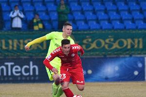 Ondřej Šašinka z FK Senica a Filip Kaša z MŠK Žilina počas zápasu 20. kola.