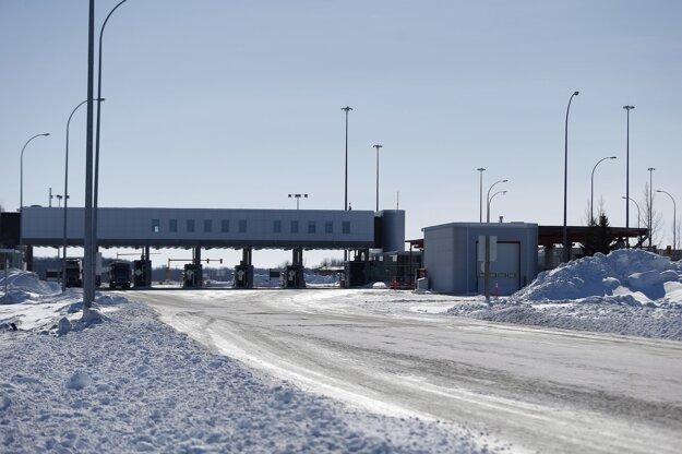 Hranice medzi Kanadou a USA sú zatvorené od marca.