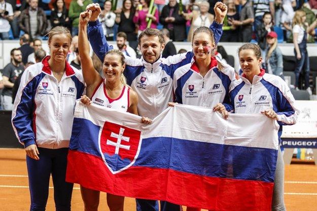 Dominika Cibulková (druhá zľava) uviedla, že tento rok sa vo Fed Cupe nepredstaví.