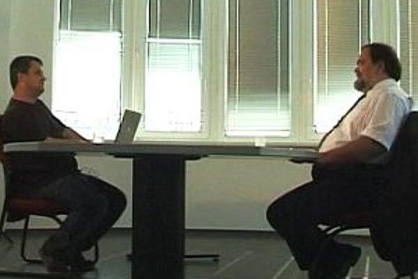Podpredseda parlamentu Miroslav Číž zo strany Smer v diskusii s Karolom Sudorom.