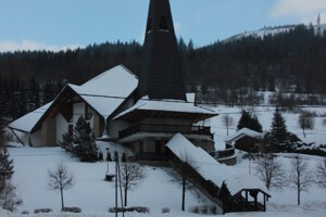 Kostol vRadôstke vzimnom šate.