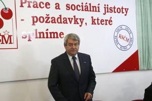 Predseda komunistov Vojtěch Filip po parlamentných voľbách v roku 2013.
