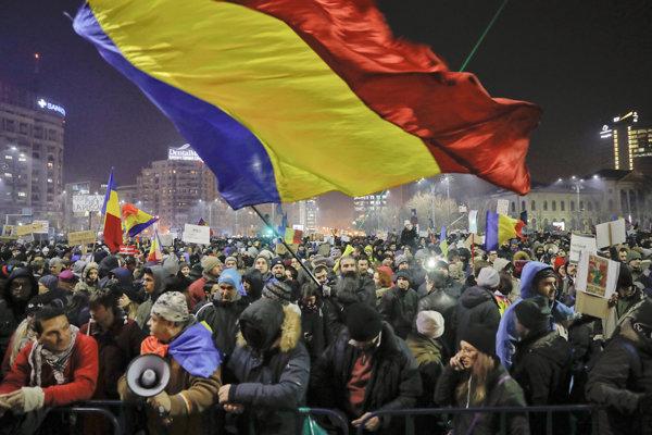 Rumuni zorganizovali kvôli korupcii vlnu protestov.