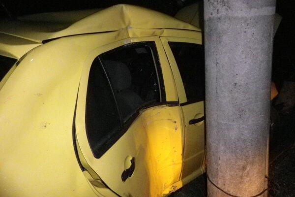 Pri dopravnej nehode v Dežericiach sa zranila vodička auta.