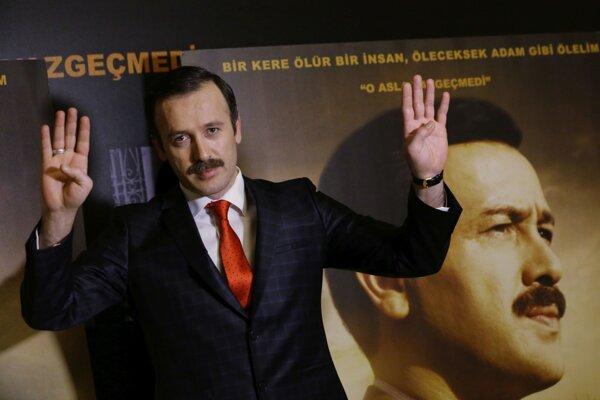 Herec Reha Beyoglu hrá samotného Recepa Tayyipa Erdogana.