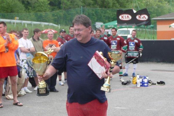 Roman Marek je vedúcim hokejbalového klubu.