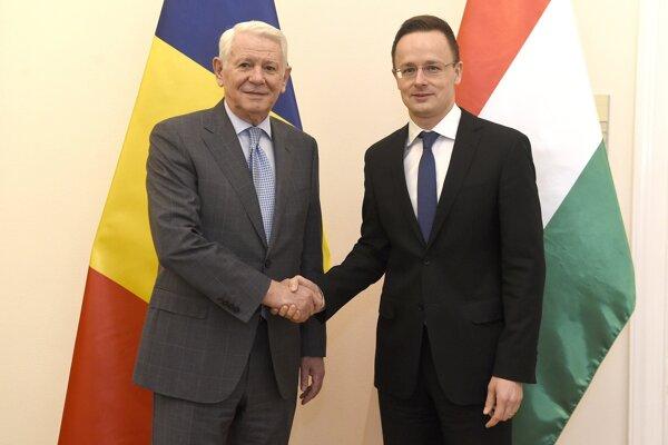 Péter Szijjártó rokoval s Teodorom Melešcanom.