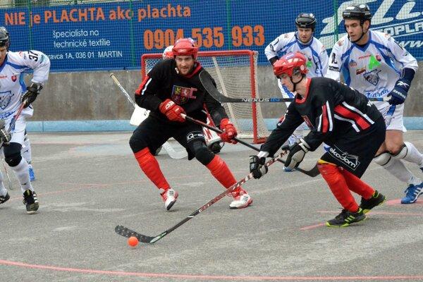Vrútky doma nestačili na Martin, dva góly hostí strelil Lukáš Tomka (vpravo vbielom drese ).