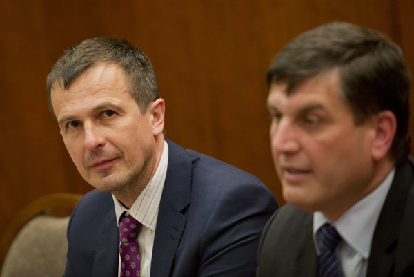 Anton Marcinčin (vľavo) a štátny tajomník ministerstva práce Branislav Ondruš.