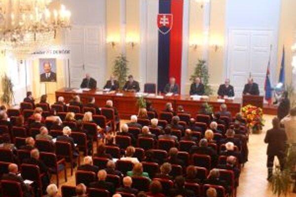 Univerzitná zasadačka Trenčianskej univerzity Alexandra Dubčeka v Trenčíne.