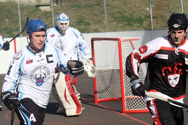 Kapitán Filip Titka prispel k výhre dvoma gólmi a jednou asistenciou. Pritom je obranca.