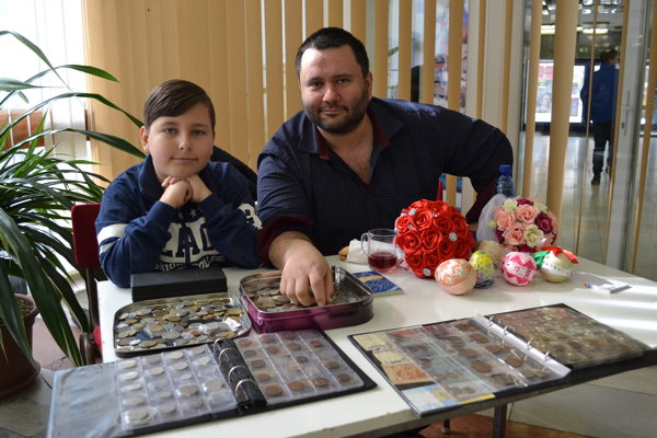 Zberatelia otec a syn. Alexander a Eugen Čiževskí.