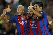 Hviezdna trojica Barcelony - zľava Neymar, Lionel Messi a Luis Suárez, sa môže opäť stretnúť v jednom klube.