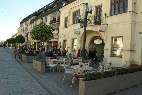 Terasy v centre sú veľmi populárne.