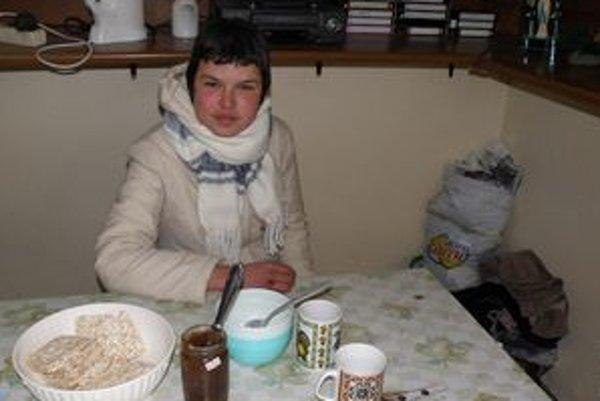 Bezdomovkyňa Lýdia sa teší, že v charite bude mať štedrú večeru.