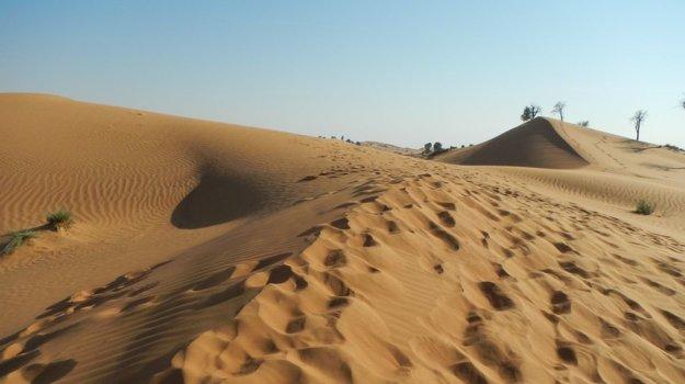 Krásne piesočné duny neďaleko Rás al-Chajmá.