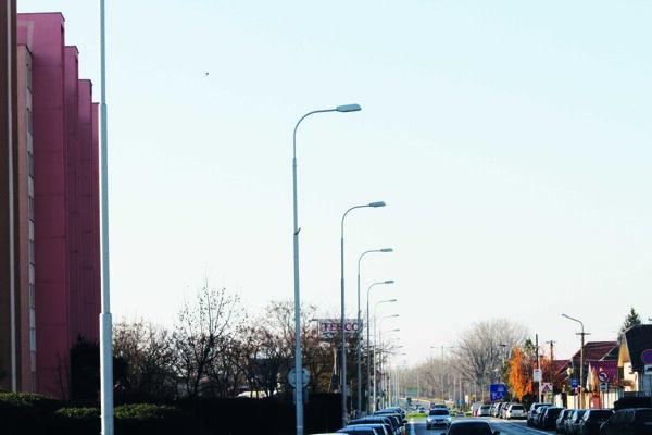 Nové svietidlá sú už v mestskej časti Veča.