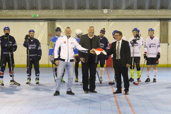 Hokejbalová hala v Areáli netradičných športov na Pivoňkovej ulici je opäť v prevádzke.