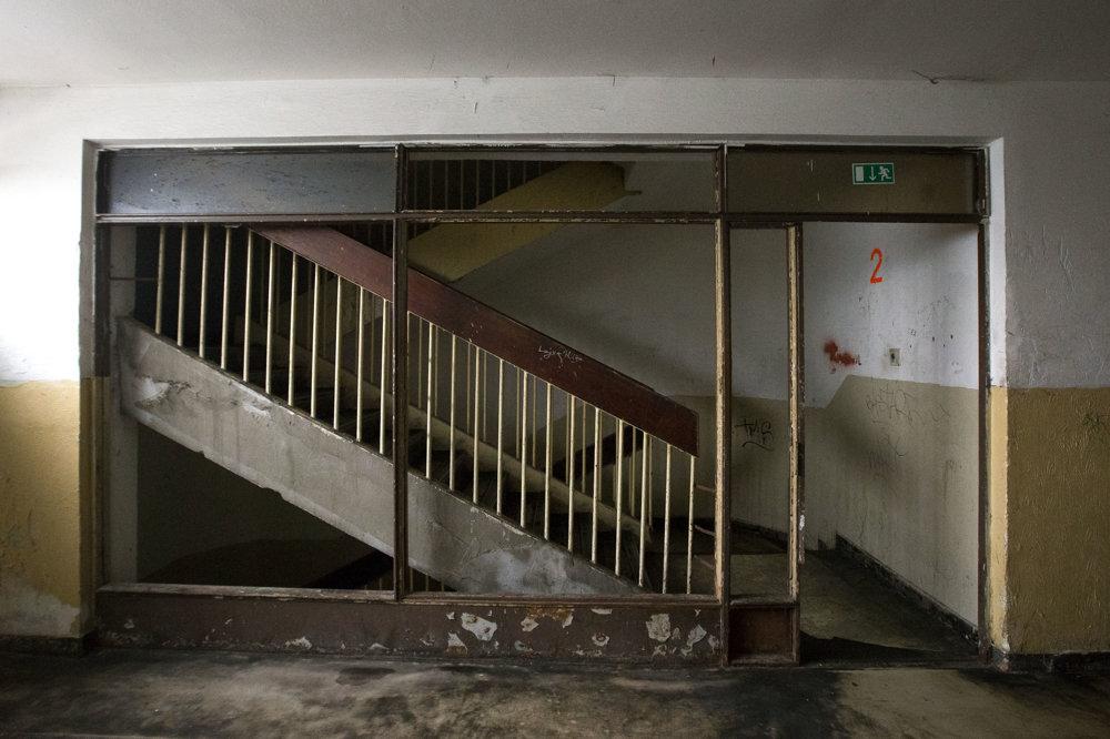 Pohľad od výťahov na schodisko v Pentagone