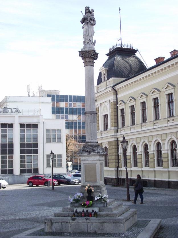 Mariánsky stĺp sa na námestie vrátil až niekoľko rokov po páde bývalého režimu.