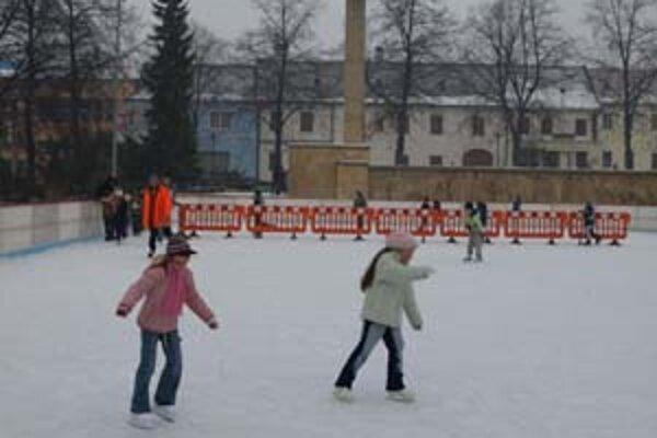 Počas tejto zimy korčuliari centrum Prievidze neoživia.