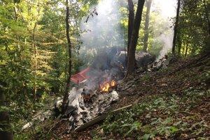 Pri Červenom Kameni v okrese Ilava došlo 20. augusta 2015 k zrážke dvoch športových lietadiel. Podľa predbežných informácií sa jedno lietadlo zrútilo do ťažko prístupnej oblasti sedla Chotuč a druhé asi dva kilometre od obce Červený Kameň.