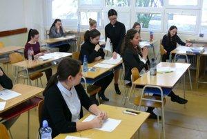 Počas rozdávania slohových tém sa dalo napätie v triede krájať.