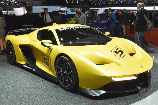Pretekársky automobil Fittipaldi EF7. Karosériu vozidla navrhla talianska inžiniersko-dizajnérska firma Pininfarina, hnací vidlicový osemvalec výkonu 447 kW je dielom nemeckej firmy HWA.
