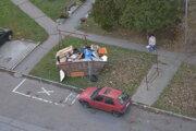 Veľkokapacitné kontajnery na odpad.