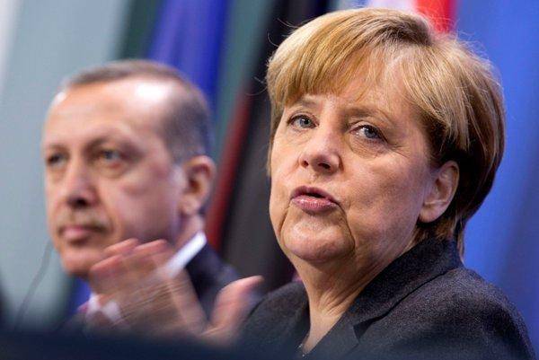 Nemecká kancelárka Angela Merkelová (vpravo) a turecký premiér Recep Tayyip Erdogan v marci 2017.