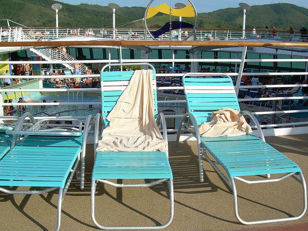 Sprievodca vás hneď na začiatku plavby informuje o pravidlách na lodi a všetkých možnostiach, ktoré môžete na lodi využívať.