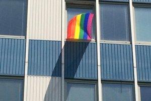 Ombudsmanka vyvesila dúhovú vlajku
